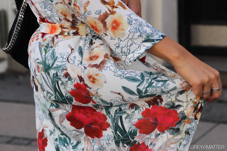 greymatter-fashion-kimono-med-print-flower-stella-taske.jpg