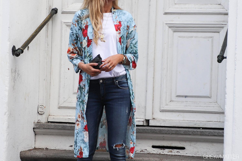 kimono-lyseblaa-med-print.jpg