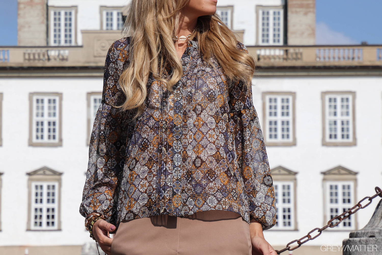 fatima-skjorte-neo-noir-greymatter-fashion.jpg