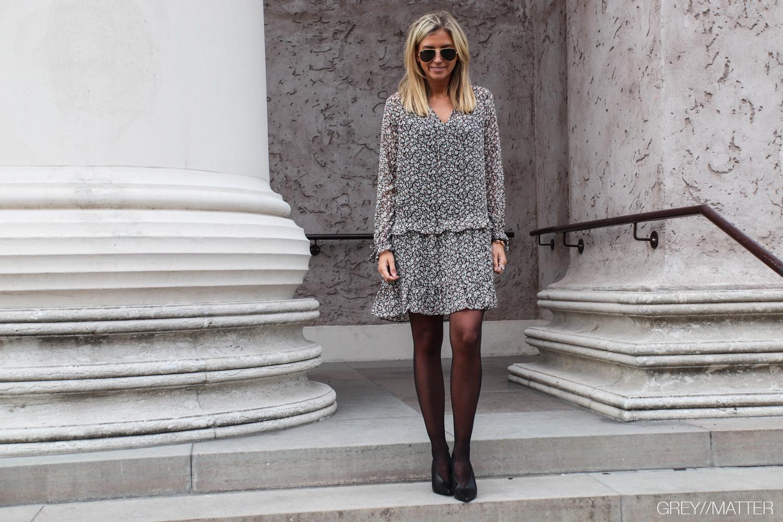 neo-noir-kjole-med-print-solo-dress.jpg