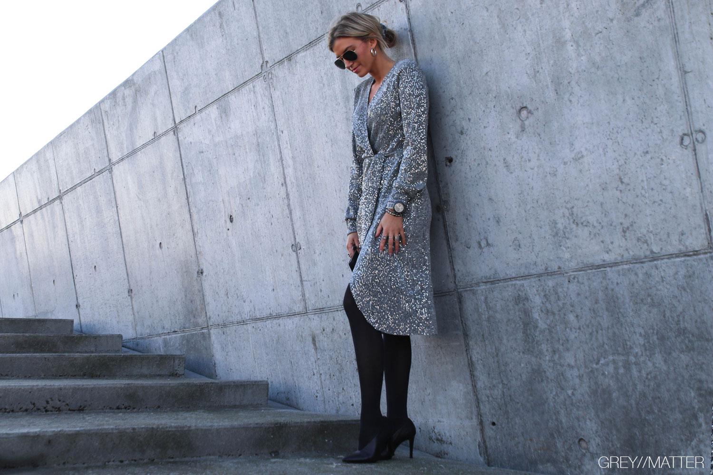greymatter-fashion-glimmer-kjole-silver-party-kjoler.jpg