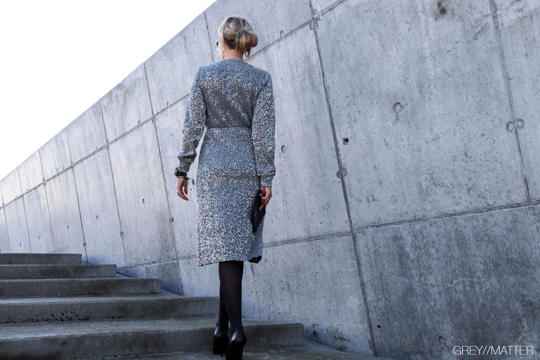 greymatter-fashion-silver-kjole-vila-festkjoler.jpg