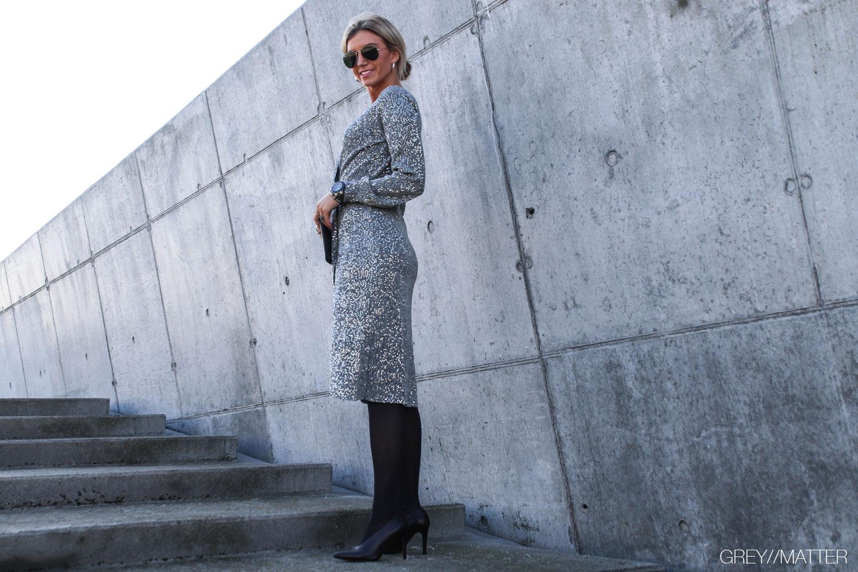 greymatter-vila-kjole-festkjole-grey-silver.jpg