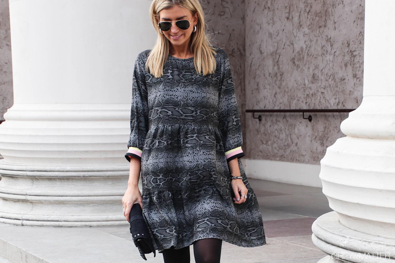 greymatter-fashion-kjoler-dresses-slangeskindsprint.jpg