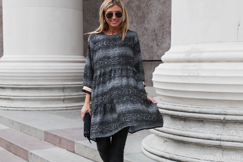 greymatter-snake-dress-slangeprint-kjole.jpg