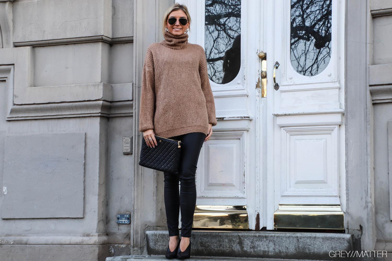 sweater-knit-brown-strikbluser.jpg
