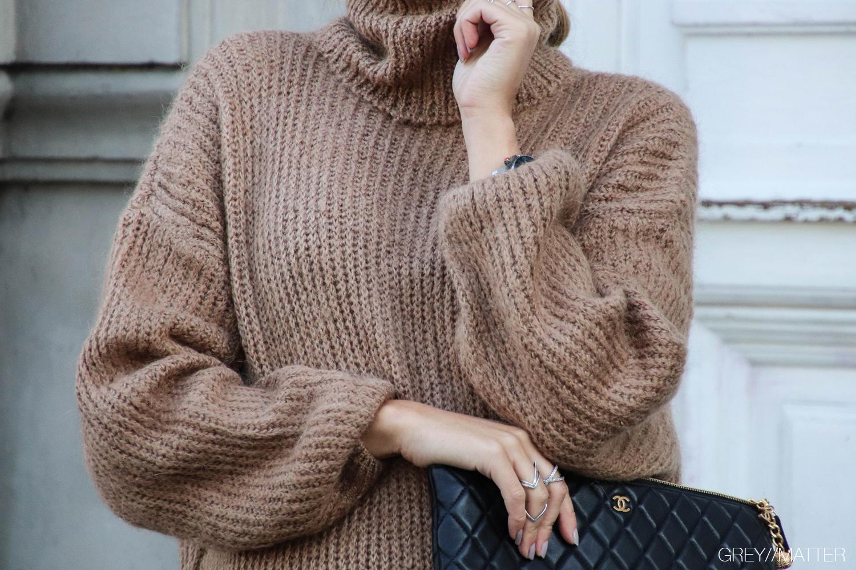 sweater-strikbluser-blouses-brown.jpg