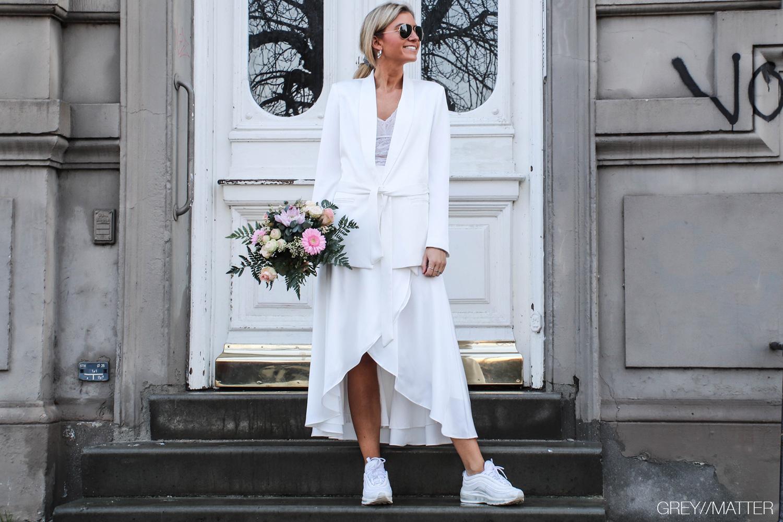 winter-wedding-neo-noir-toej-hvid-lauren-jakke.jpg