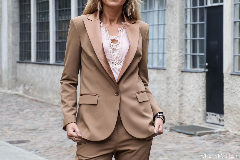 8-greymatter-fashion-blazerjakke-camel-suit.jpg