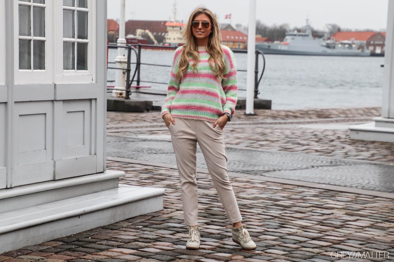 6-greymatter-fashion-bluser-med-striber-imperial-bukser.jpg