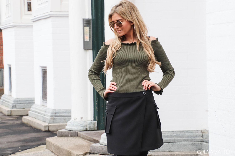 greymatter-fashion-kenja-nederdel-jesse-army-farvet-bluse.jpg