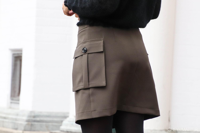 greymatter-neo-noir-nederdel-med-lommer-i-siden-kenja-skirt.jpg