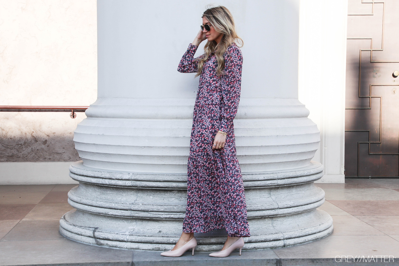 vila-kjole-med-blomsterprint-greymatter-apair-sko.jpg