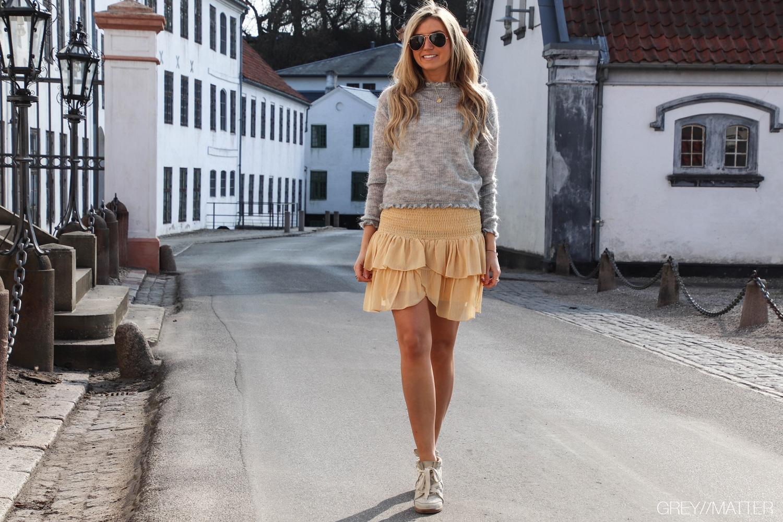 greymatter-fashion-neo-noir-manni-strikbluse-nederdel-carin.jpg