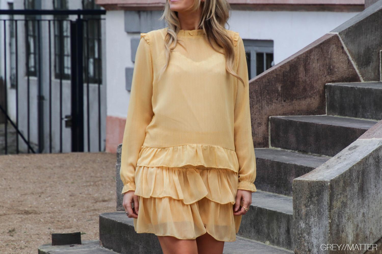 gul-nederdel-neo-noir-skirt-carin.jpg