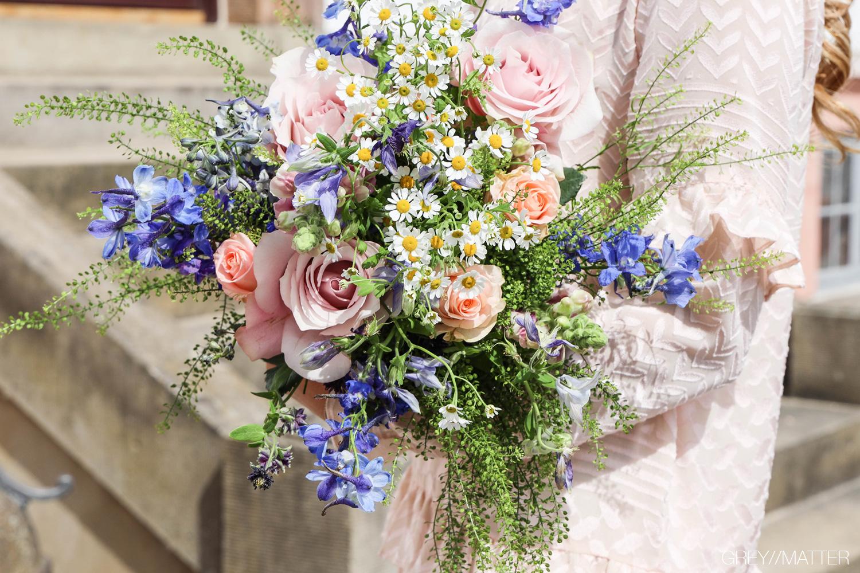 blomster-buket-smuk-de-fire-aarstider-lyngby.jpg