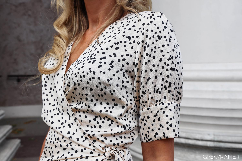 greymatter-fashion-mari-kjole-dots.jpg