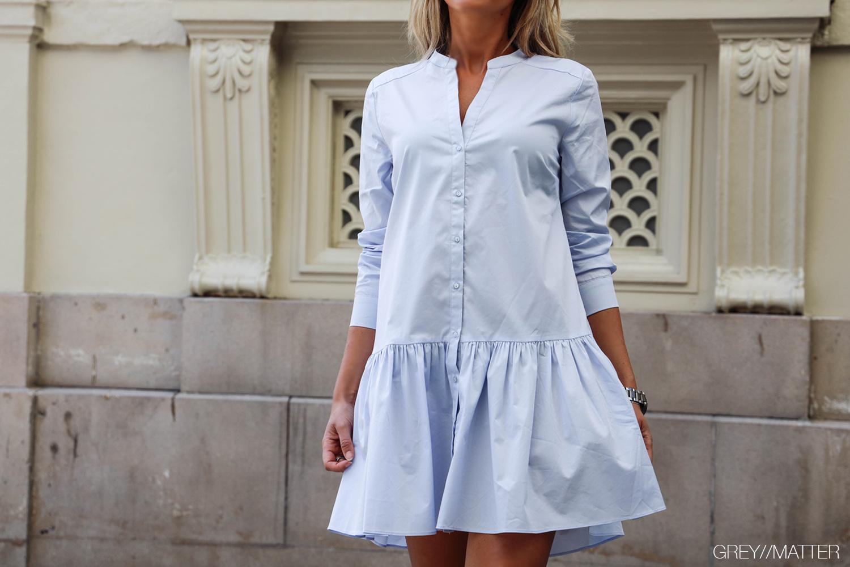 stellar-light-blue-dress-neo-noir-hverdags-kjoler.jpg