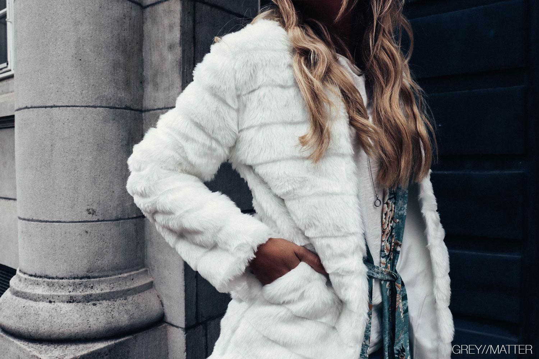 greymatter_fashion_hvid_faux_fur_jakke.jpg