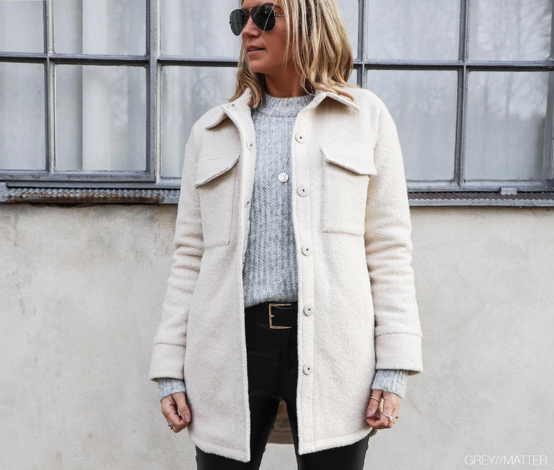 pike-jakke-neo-noir-sandfarvet.jpg