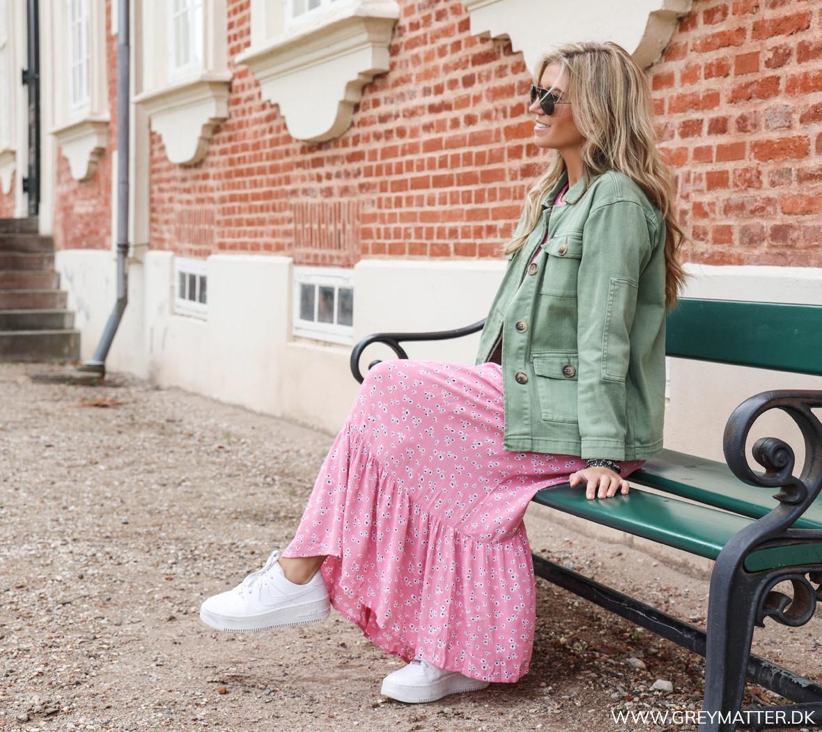 midi_dress_sommer_kjoler_stylet_med_jakke_greymatter.jpg