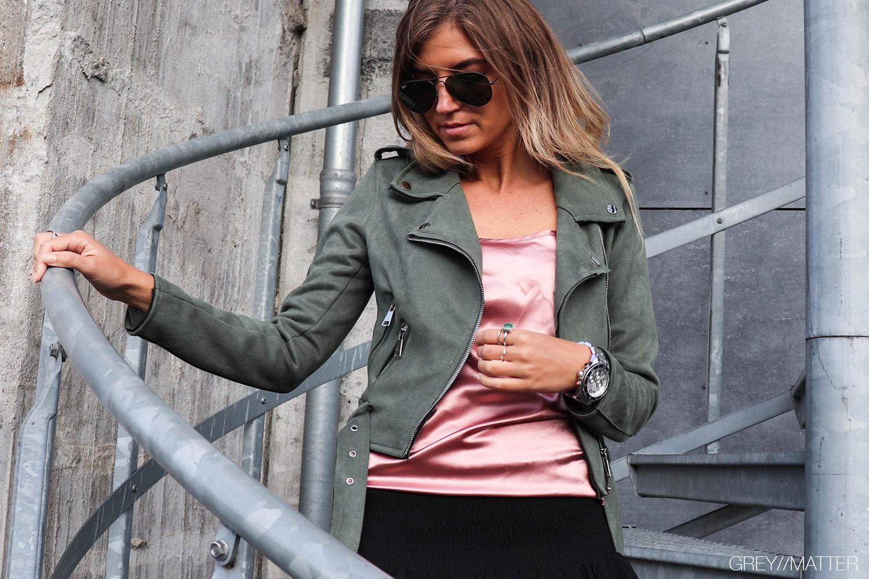 greymatter_fashion_top_juul_muse_iammuse_fashionaddict_bikerjakke_neo_noir_nederdel.jpg