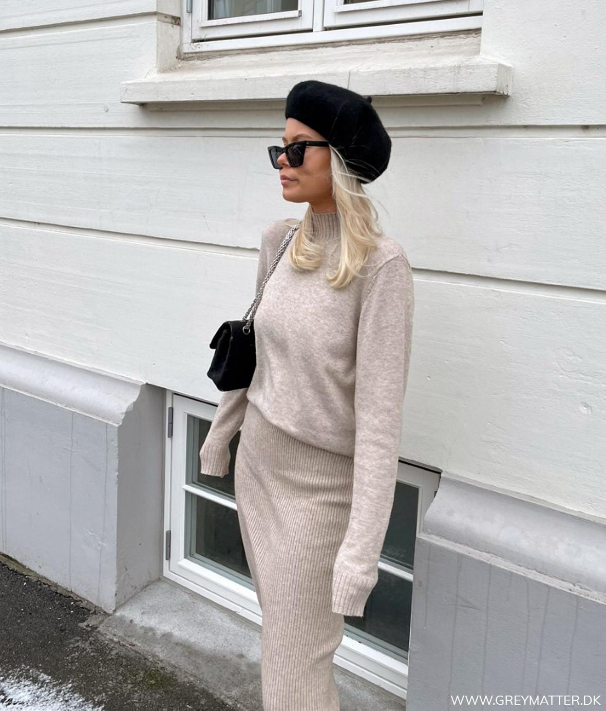 strik_outfit_beige_nederdel.jpg