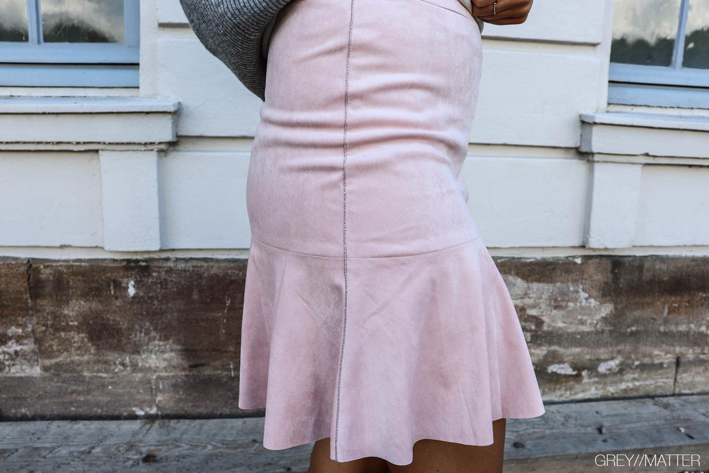 greymatter_lyseroed_nederdel_skirt.jpg