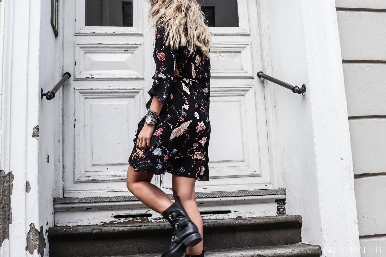 greymatter_fashion_bindebaandskjole_neo_noir_kjoler.jpg