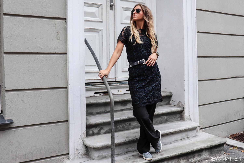 greymatter_fashion_blondekjole_kjoler_festkjole_stan_smith_sneakers.jpg