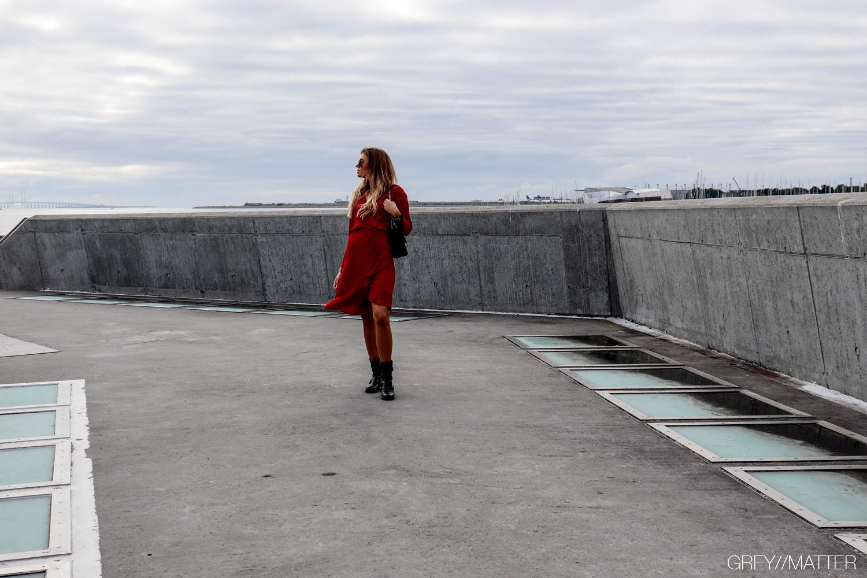 greymatter_fanny_kjole_neo_noir_roed_lurex.jpg