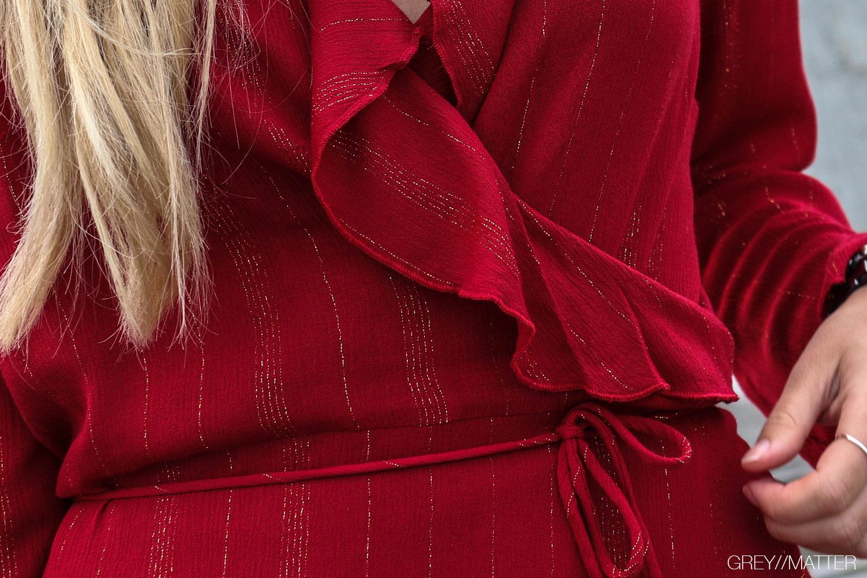 greymatter_fashion_neo_noir_roed_kjole.jpg