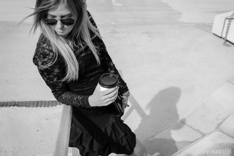 5_greymatter_carin_nederdel_sort_neo_noir_blondebluse.jpg