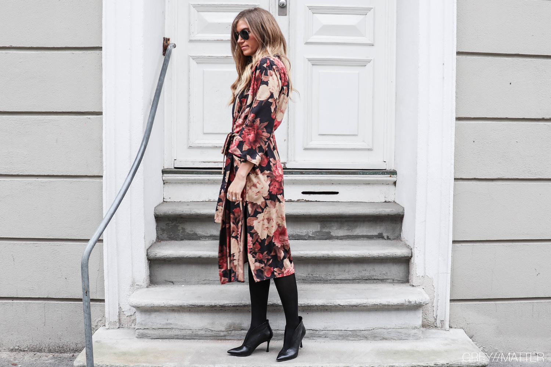 greymatter_fashion_blomsterprint_kimono_lang_julefrokost_style.jpg