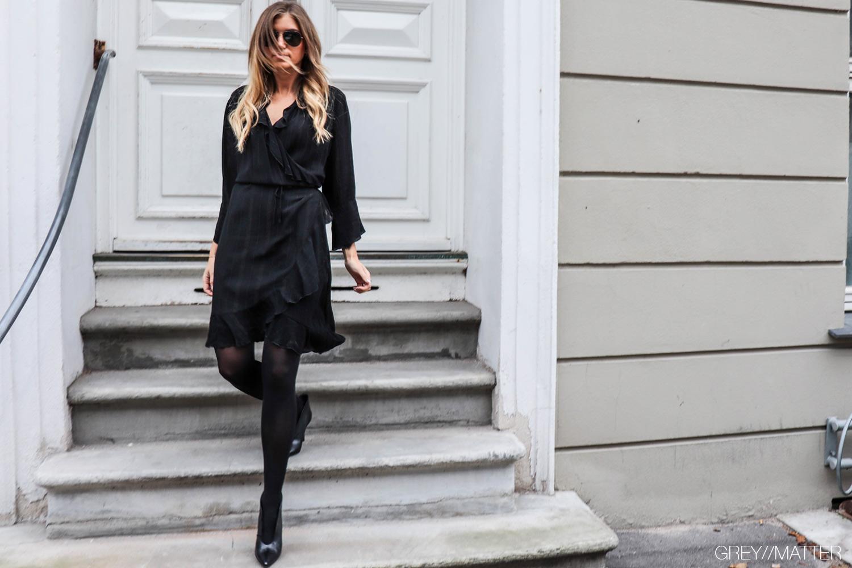 greymatter_fashion_fanny_kjole_sort_festkjole.jpg