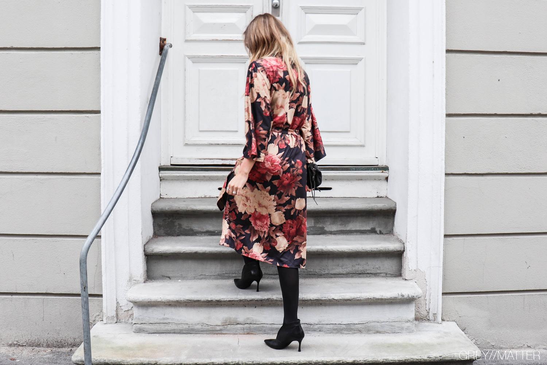 greymatter_fashion_kimono_lang_blomsterprint.jpg