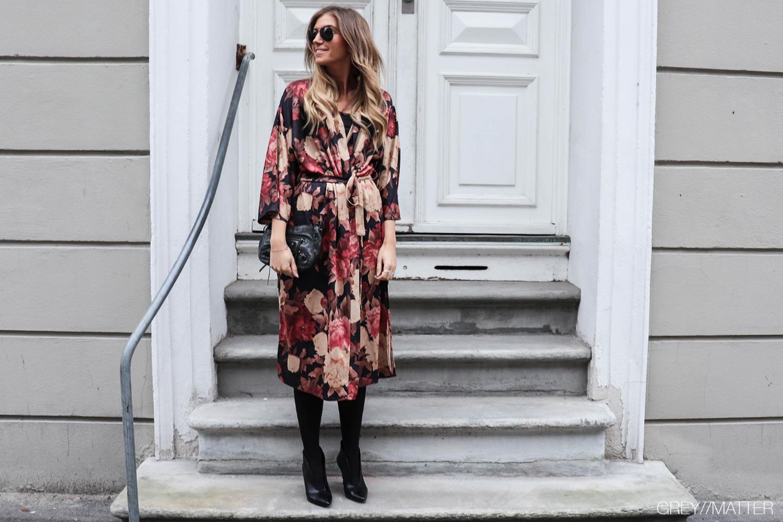 greymatter_fashion_kimono_lang_blomsterprint_gm1.jpg