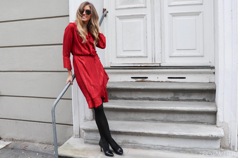greymatter_red_dress_neo_noir_julefrokost_kjole.jpg