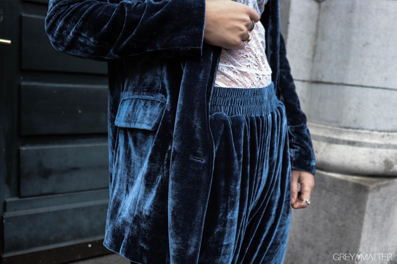 greymatter-fashion-adina-velvet-blazerjakke-blue-gm3.jpg