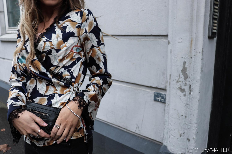 greymatter_fashion_bluse-med-print_flowerslook.jpg