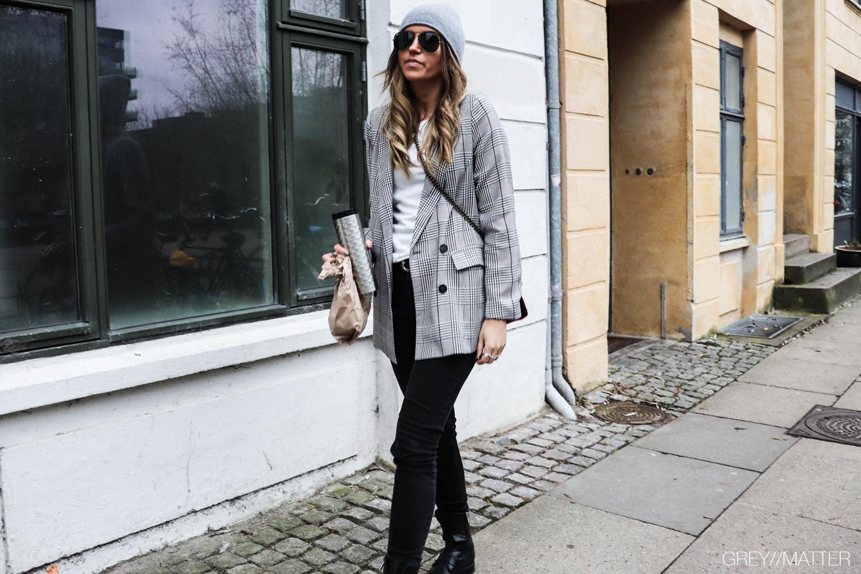 adina-neo-noir-blazerjakke-greymatter-ternet-jakke.jpg