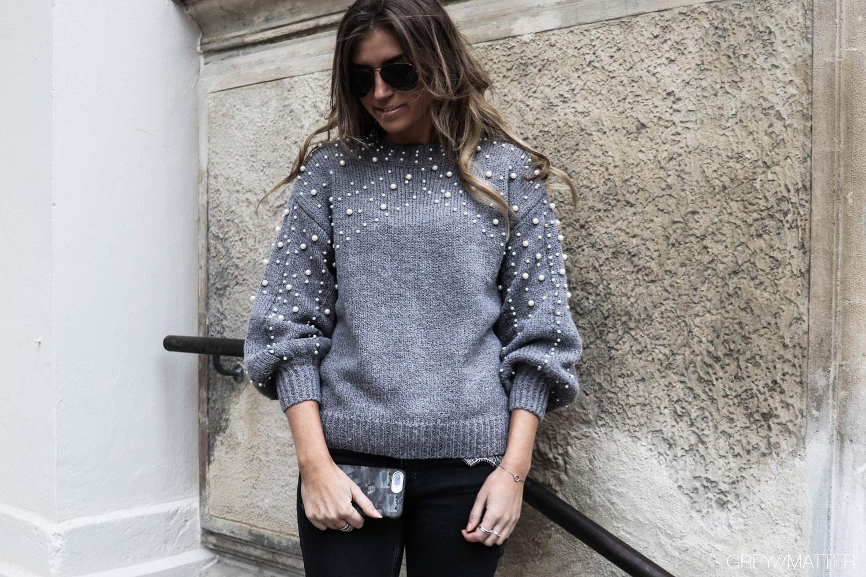 greymatter-fashion-strikbluse-med-perler-perlebluse.jpg