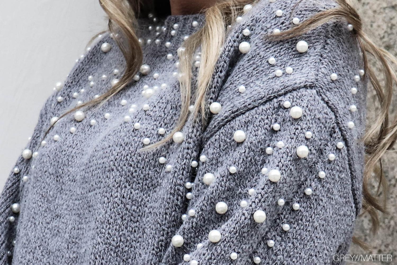 greymatter-perler-bluser-strikbluse-med-perler.jpg