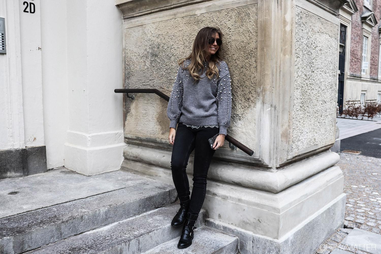 perle-strik-bluse-reiko-jeans-apair-stoevler.jpg