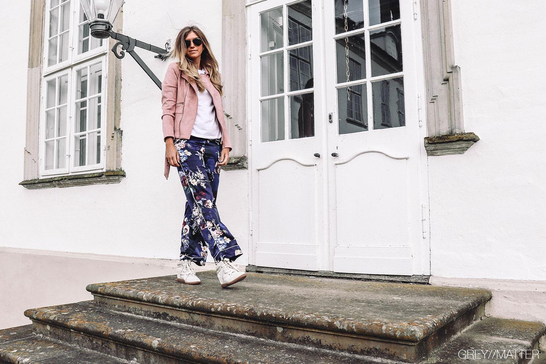 greymatter_notebook_style_din_pyjamas_pink_jacket_bikerjakke.jpg