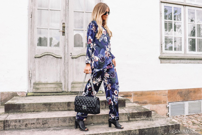 greymatter_pyjamas_looket_blue_pyjamas_trend_flower_style_din_pyjamas.jpg