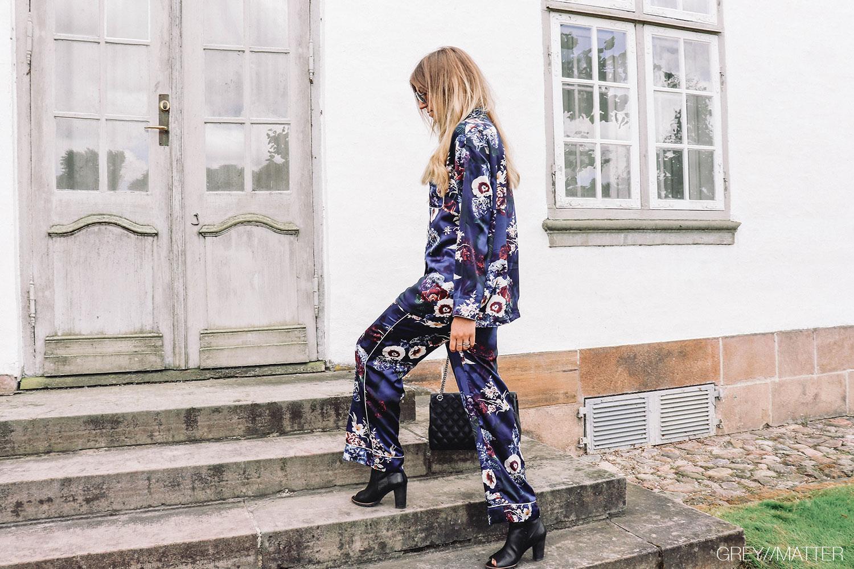 greymatter_pyjamas_trenden_style_din_pyjamas_all_in_paa_looket.jpg