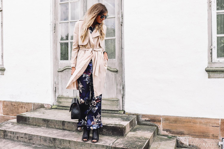 greymatter_trench_coat_beige_pyjamas_look_grey_matter.jpg