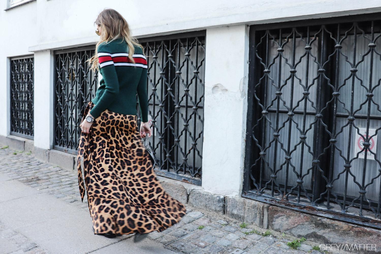 greymatter-fashion-eillis-bluse-neo-noir-karmamia-nederdel.jpg