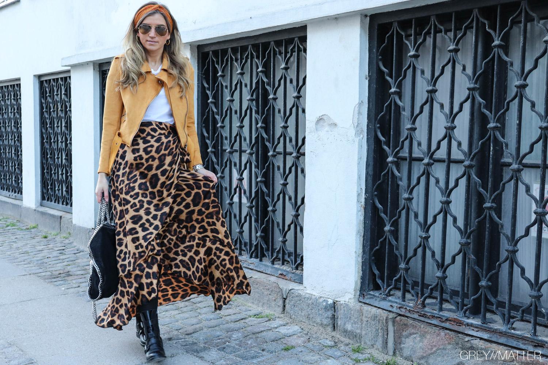 apair-stoevler-boots-leopard-nederdel-karmamia.jpg